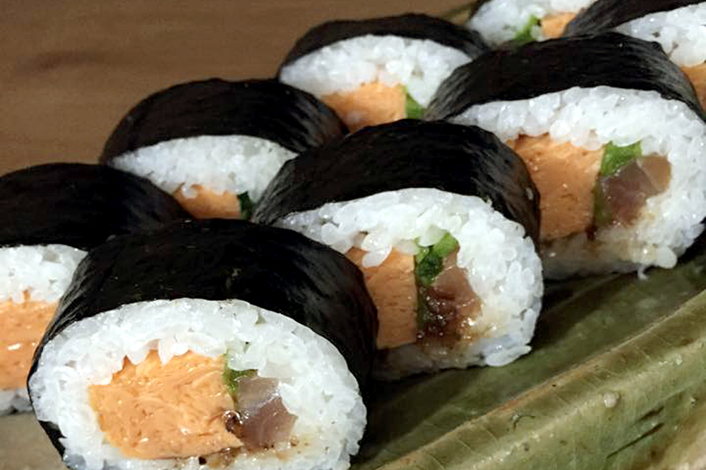 うどん屋の太巻き寿司